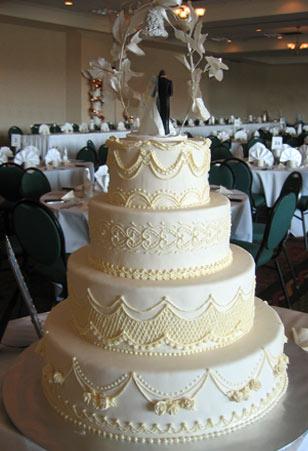 Elegant Traditional Wedding Cake