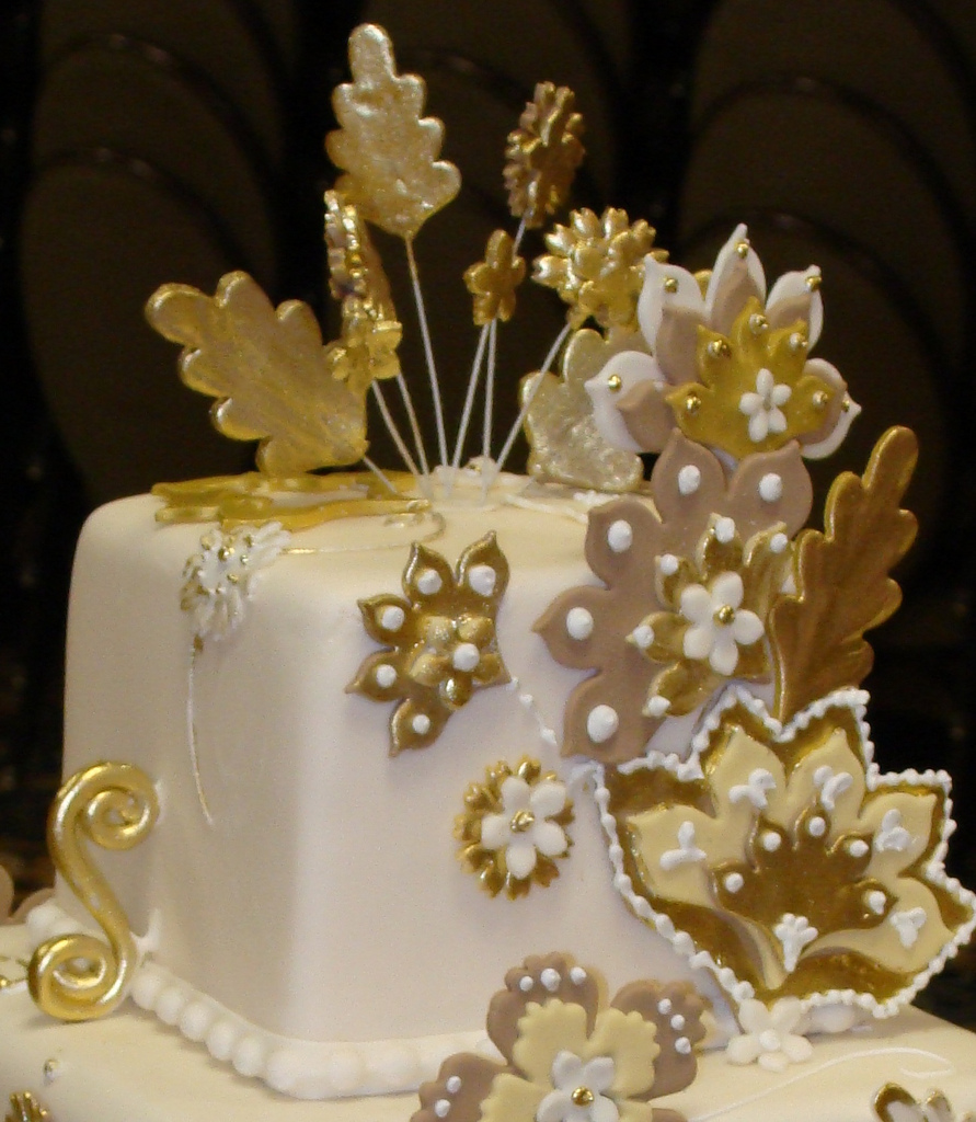Superb 8 Glamorous Party Cakes Photo Glamour Birthday Cake Idea Frozen Funny Birthday Cards Online Necthendildamsfinfo