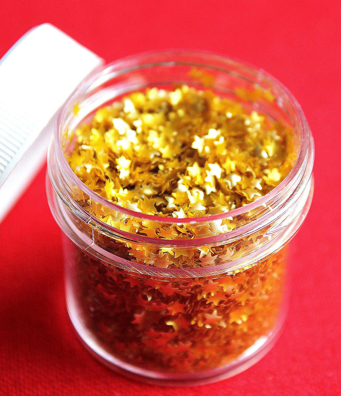 Gold Star Edible Glitter Cupcake