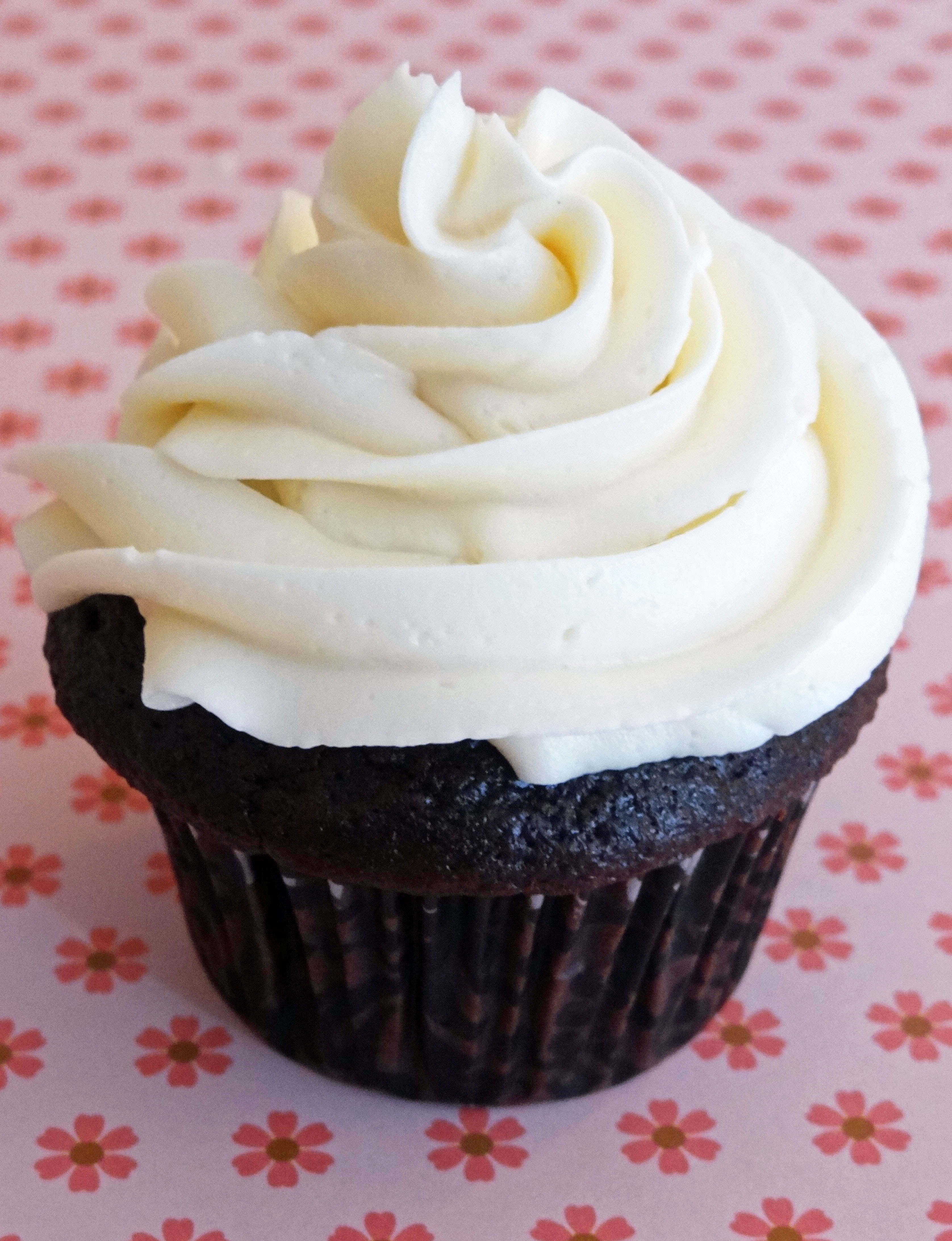 10 Photos of Icing Cupcakes With Brown