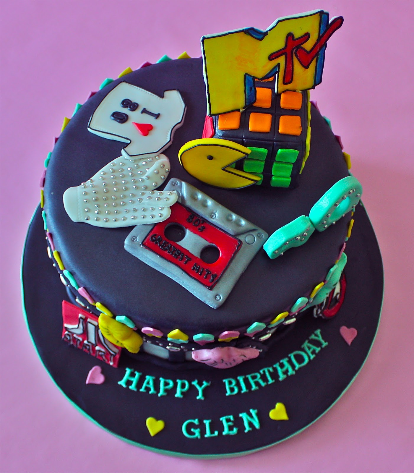 11 Photos of 80s Movies Themed Cakes
