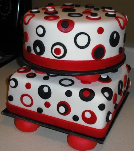 Alternating Square and Round Wedding Cake
