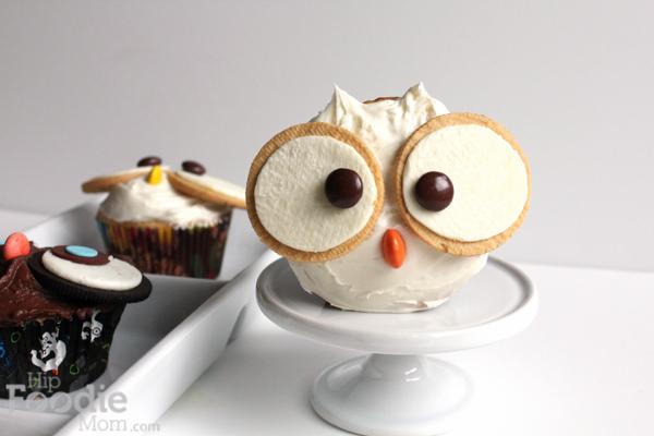 Golden Owl Halloween Cupcake