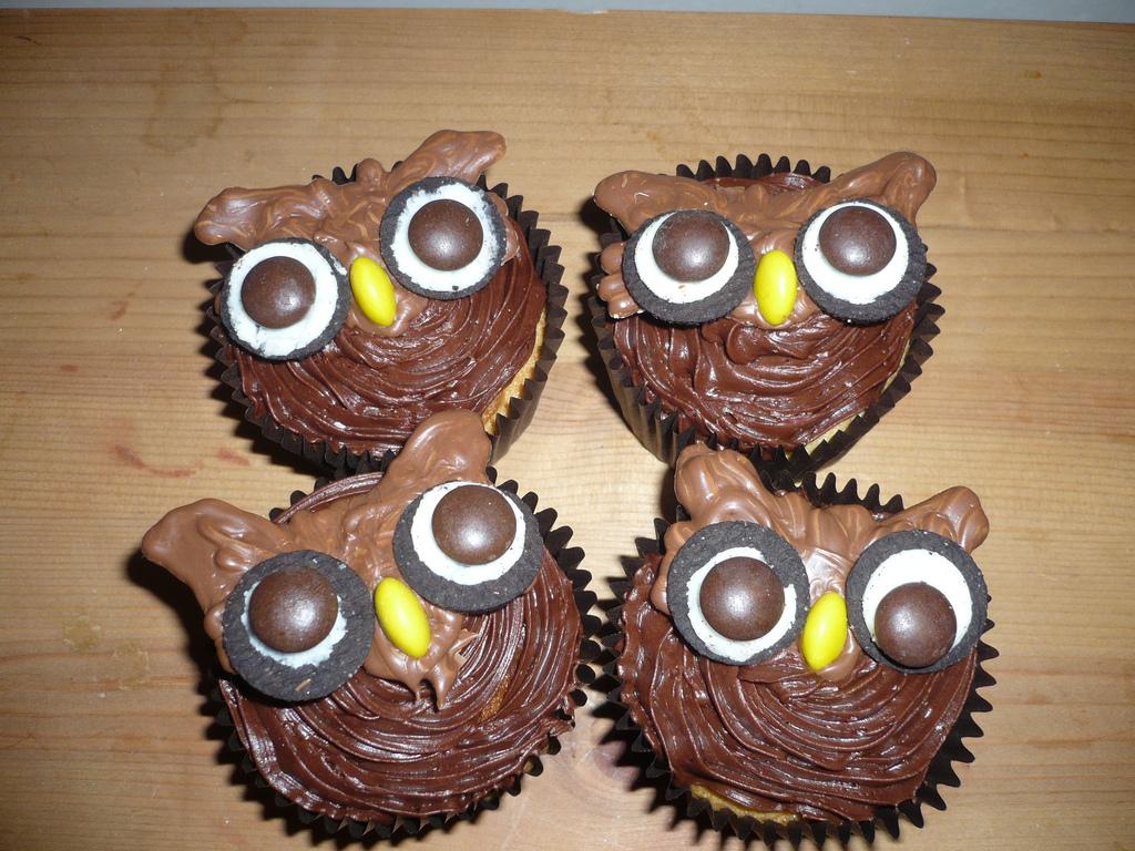 Halloween Owl Cupcakes with Oreos