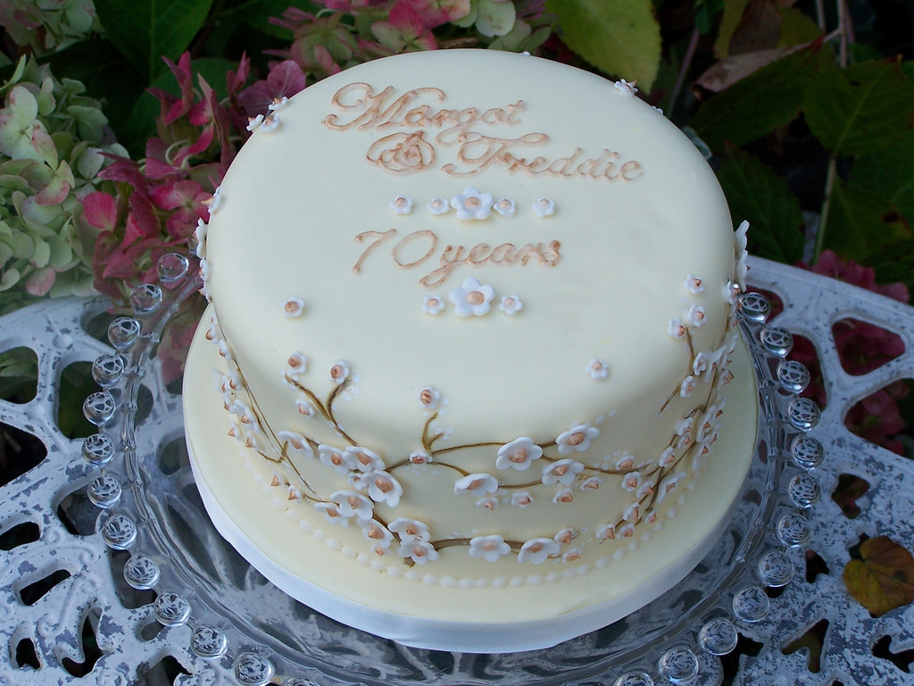10 Photos of 70 Years Wedding Anniversary Cakes