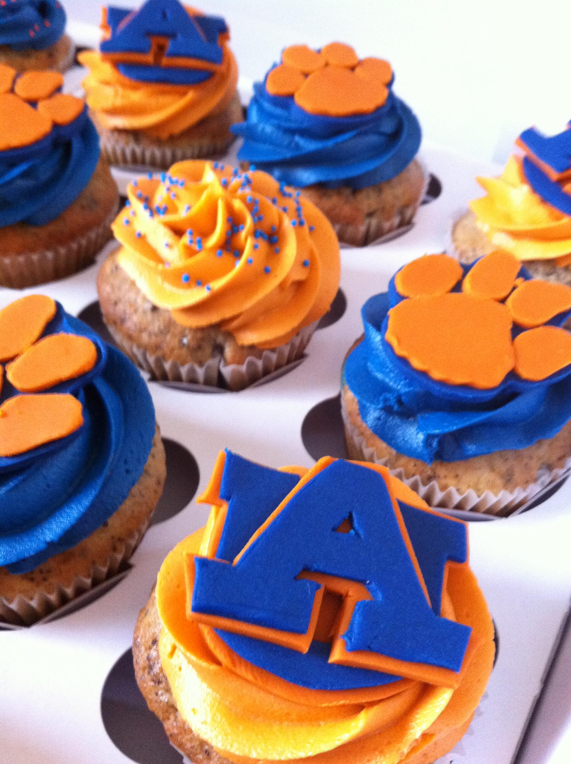 9 Photos of University Themed Cupcakes
