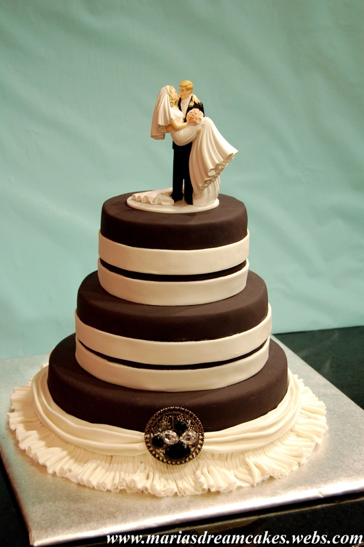 Black and White Themed Wedding Cake