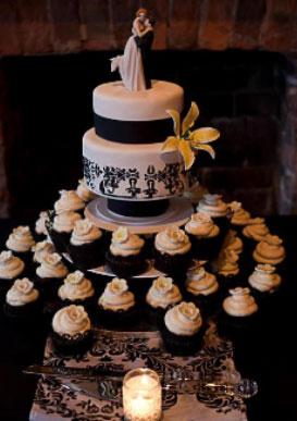 Black and White Wedding Cake Cupcakes