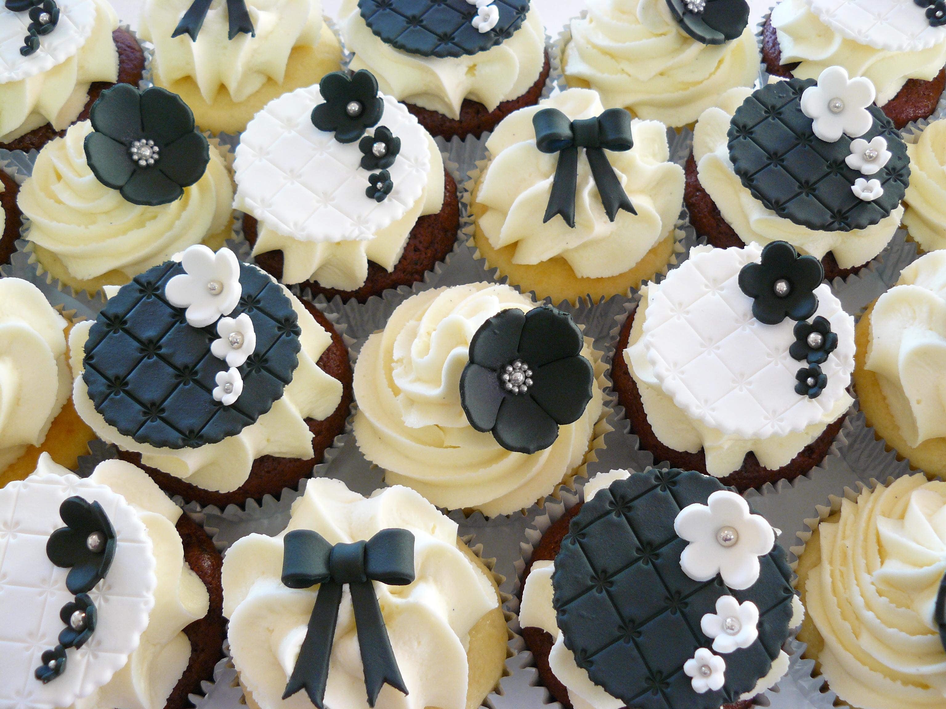 Elegant Black and White Wedding Cupcakes