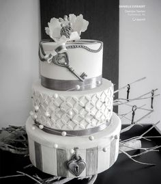 Key to My Heart Wedding Cake