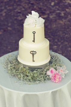 Skeleton Key Wedding Cake