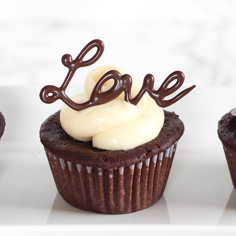 Easy Chocolate Cupcake Decorating