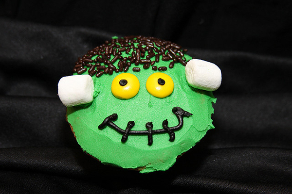 Easy Frankenstein Halloween Cupcakes Decorating Ideas