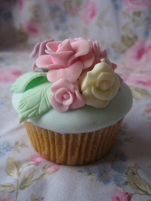 Fondant Roses Cupcakes