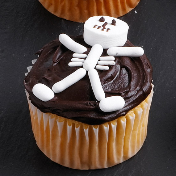 13 Photos of Really Cool Halloween Cupcakes