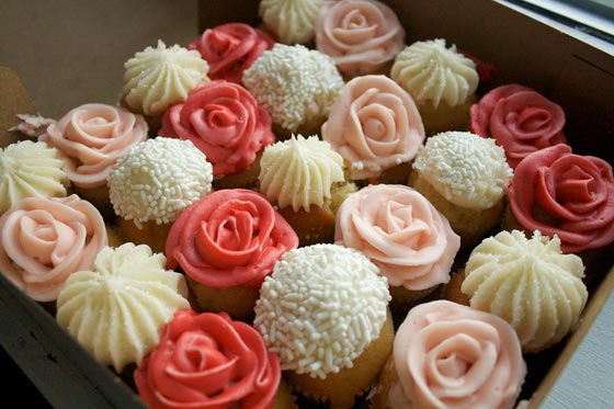 10 Photos of Easy Frosting Flowers For Valentine's Day Cupcakes