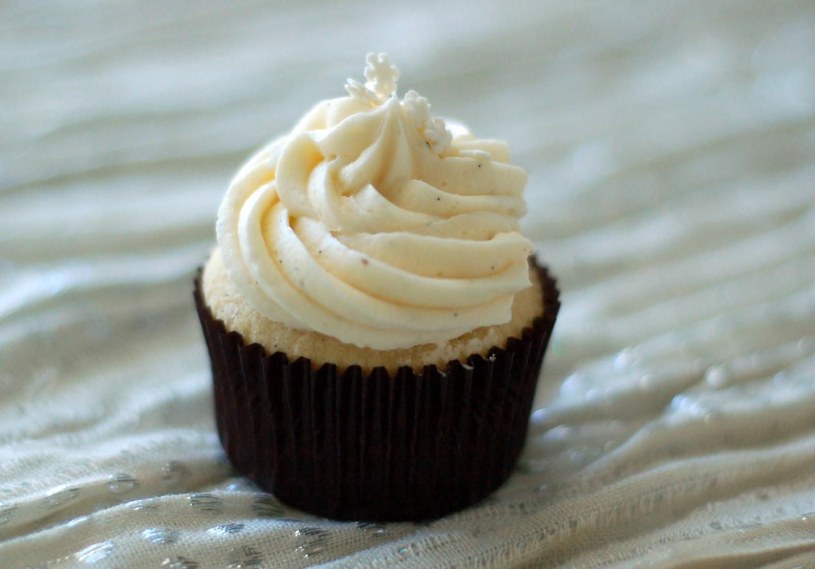 Vanilla Bean Cupcake with Buttercream