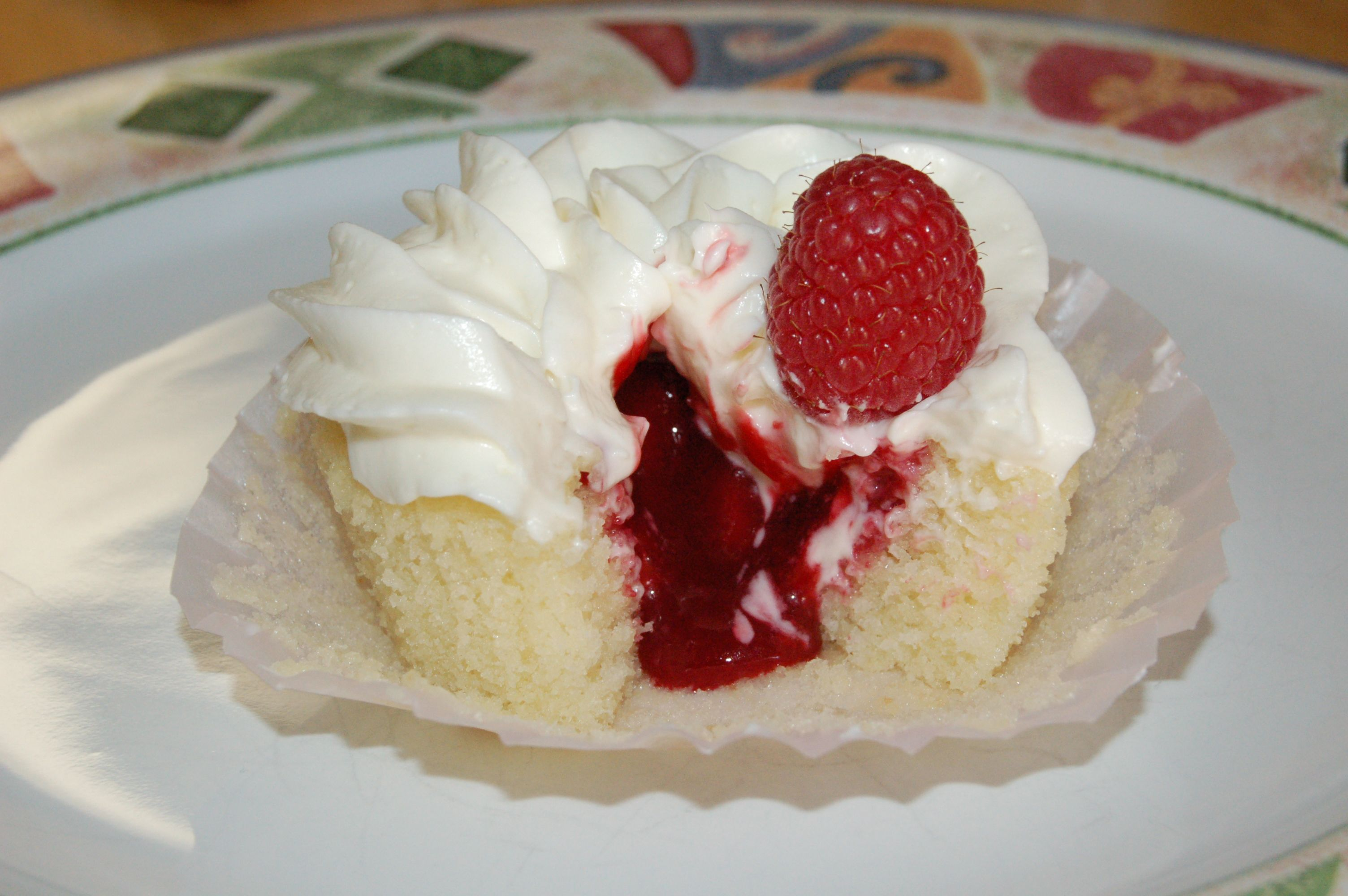 White Chocolate Raspberry Cupcakes with Filling