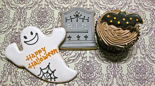 Disney Halloween Cookies and Cupcakes