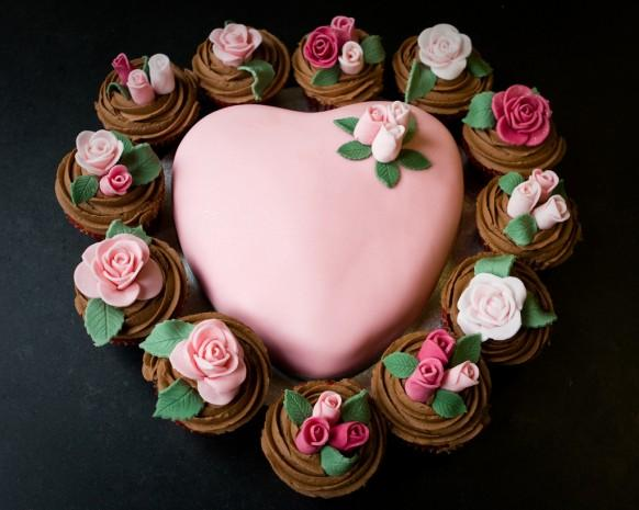 Heart Cake with Cupcakes