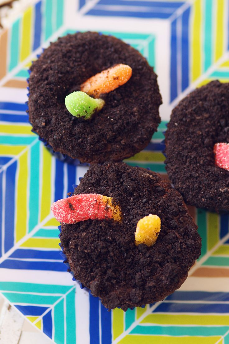 Oreo Dirt with Gummy Worms Cupcakes