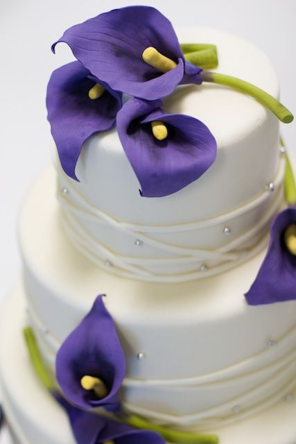 Purple Calla Lilies Wedding Cake