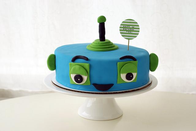 6 Photos of Round Robot Cakes