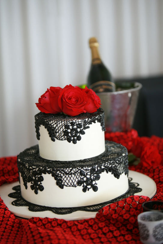Black and Red Roses Wedding Cake Lace
