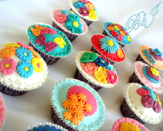 10 Photos of Fondant Flower Wedding Cupcakes