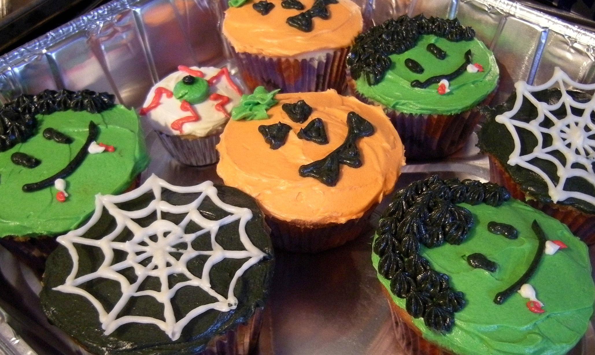 Decorate Mini-Cupcakes Halloween