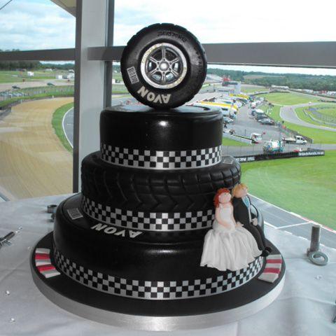 11 Photos of Racing Wedding Cakes
