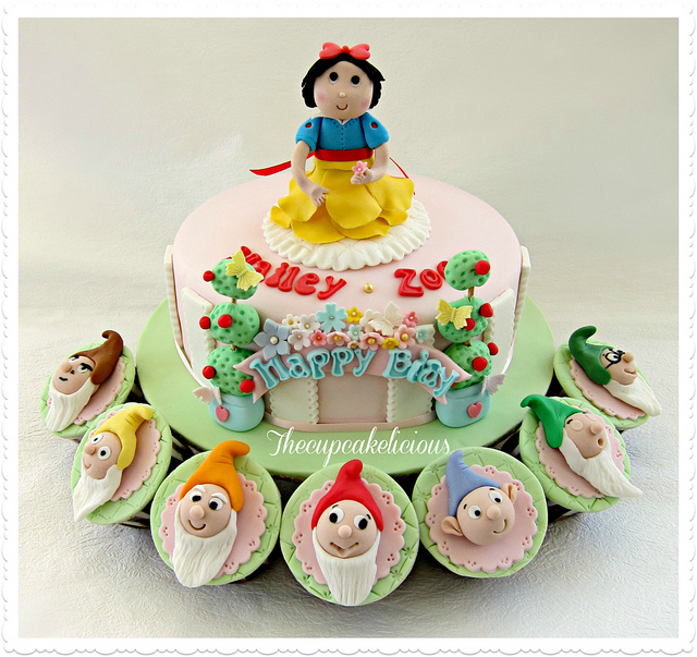 Snow White and Seven Dwarf Cupcakes
