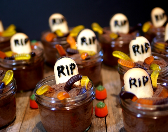 7 Photos of Graveyard Mason Jar Cakes