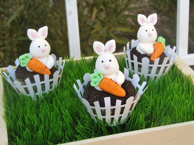 6 Photos of Fondant Bunny Carrot Cake Cupcakes