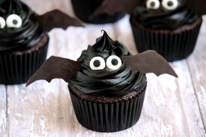 Easy Halloween Cupcakes Bat