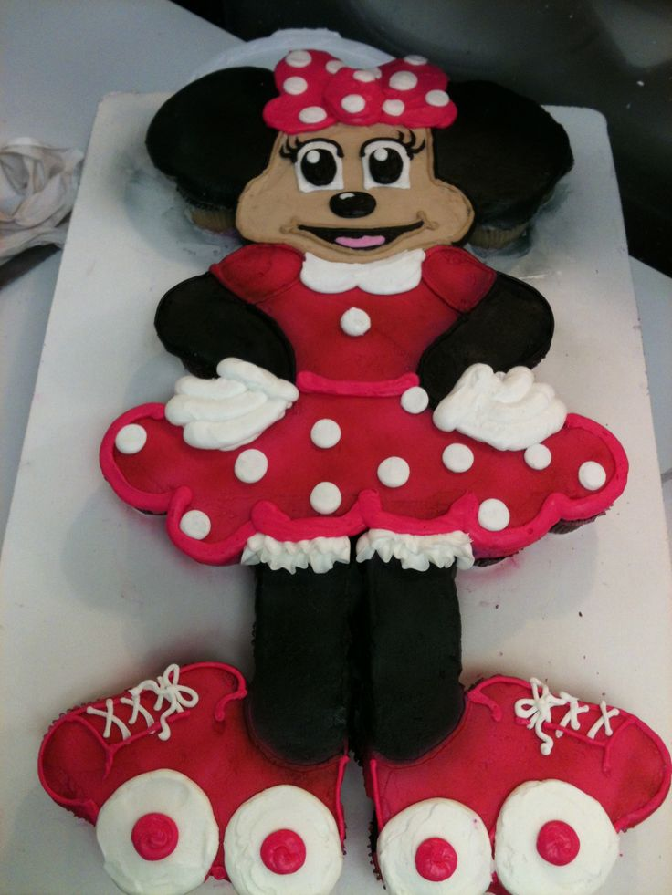 Minnie Mouse Cake Made Out of Cupcakes