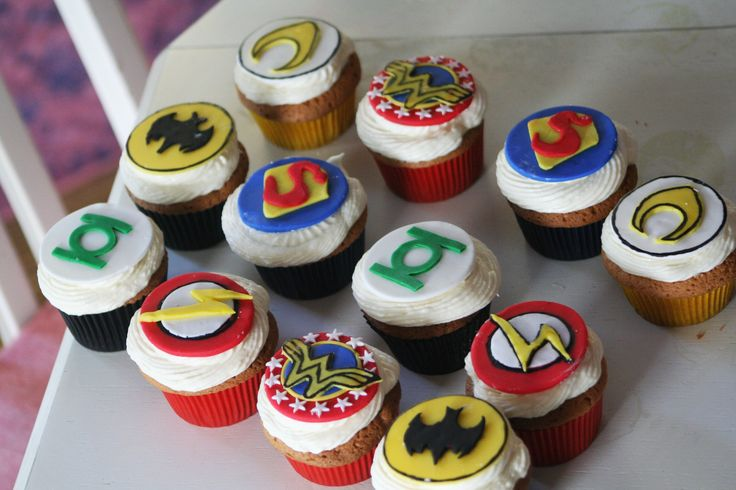 DC Comics Superhero Cake Cupcakes