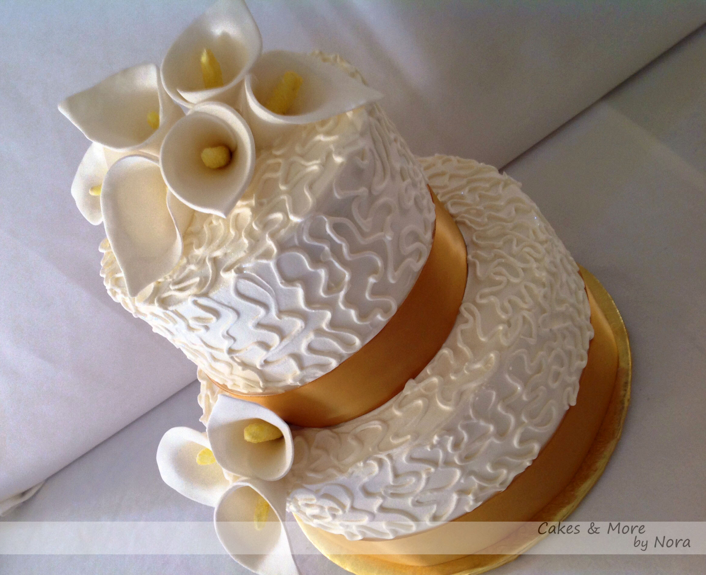 Golden Wedding Anniversary Cakes with Flowers