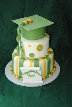 Graduation Cap Cake with Buttercream