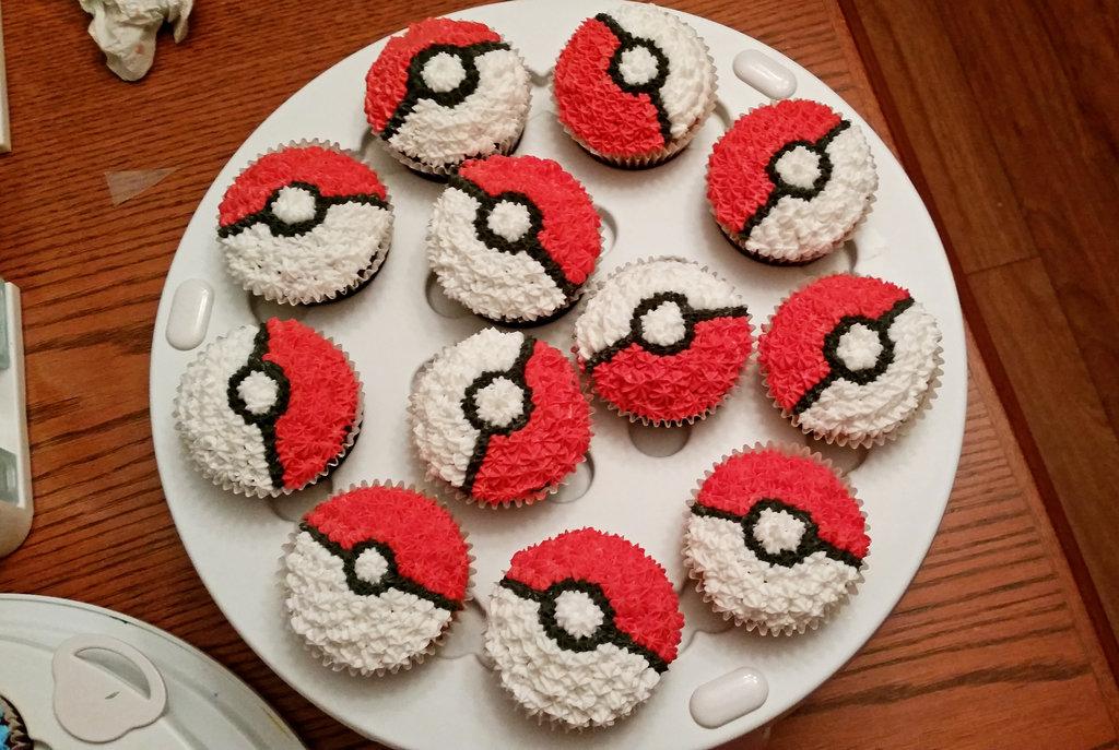 Pokeball Pokemon Cake Cupcakes