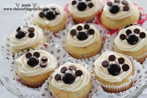 Puppy Paw Print Cupcakes