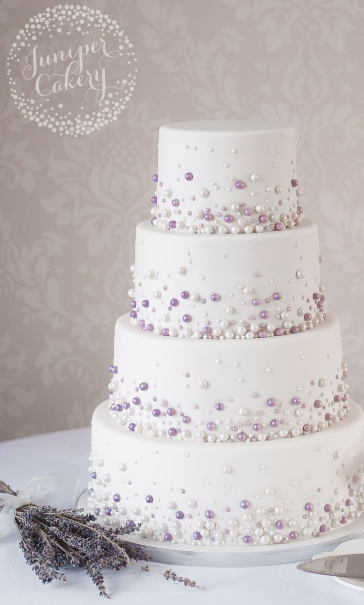 Simple Wedding Cake with Pearls