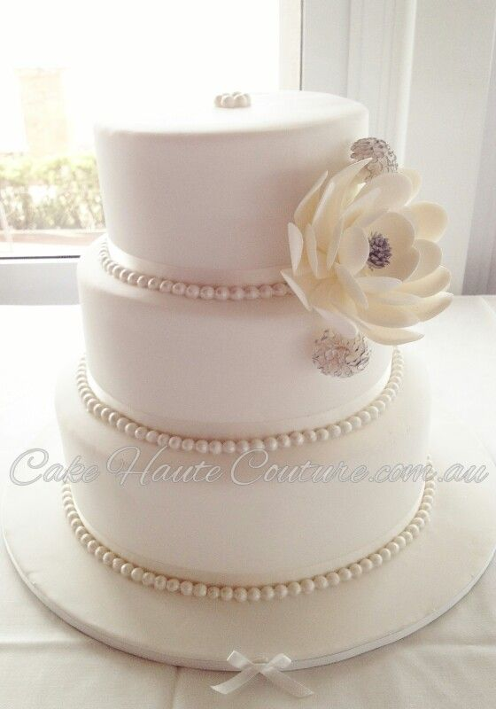 Wedding Cake with Pearl Border
