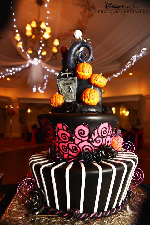 9 Photos of Christmas Disney Wedding Cakes