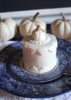 Mini Thanksgiving Cakes