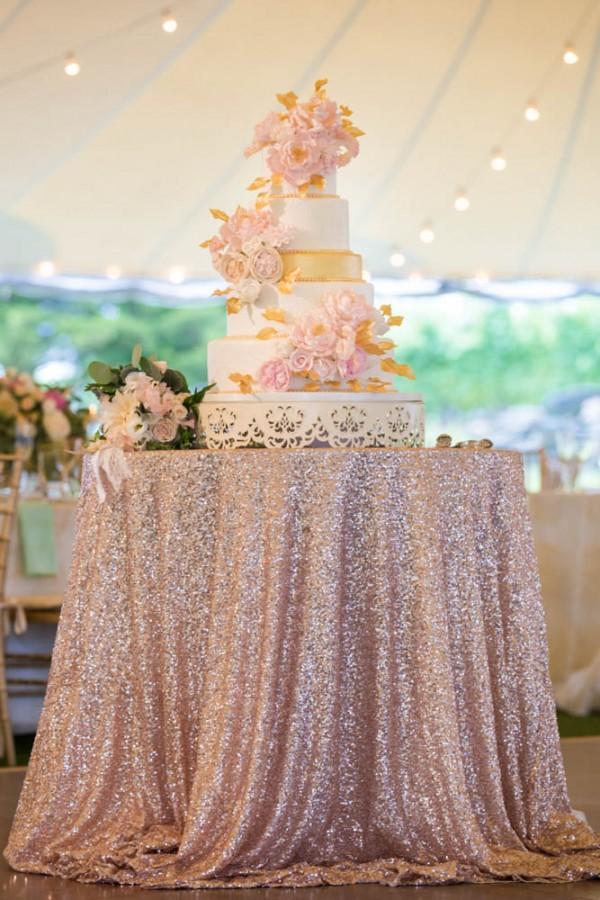 Photo Blush and Gold Wedding Cake Table
