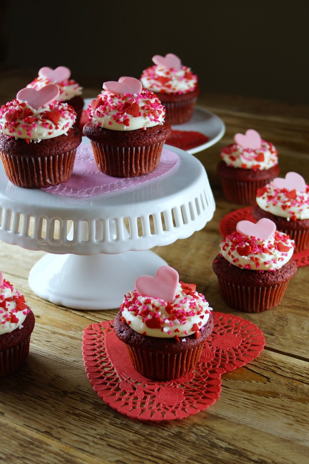 Red Velvet Cupcake Decorating Ideas