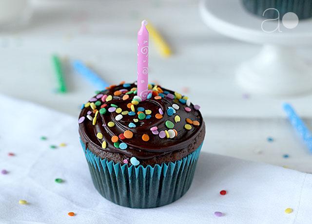 12 Photos of Anniversary Chocolate Cupcakes
