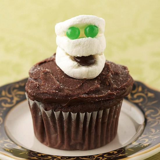 Easy Halloween Cupcakes Mummy