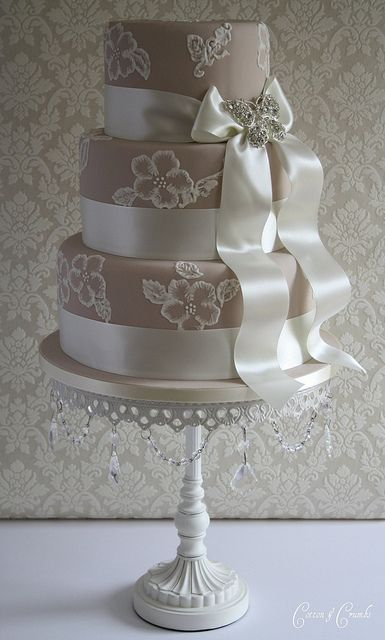 Elegant & Beautiful Wedding Cake
